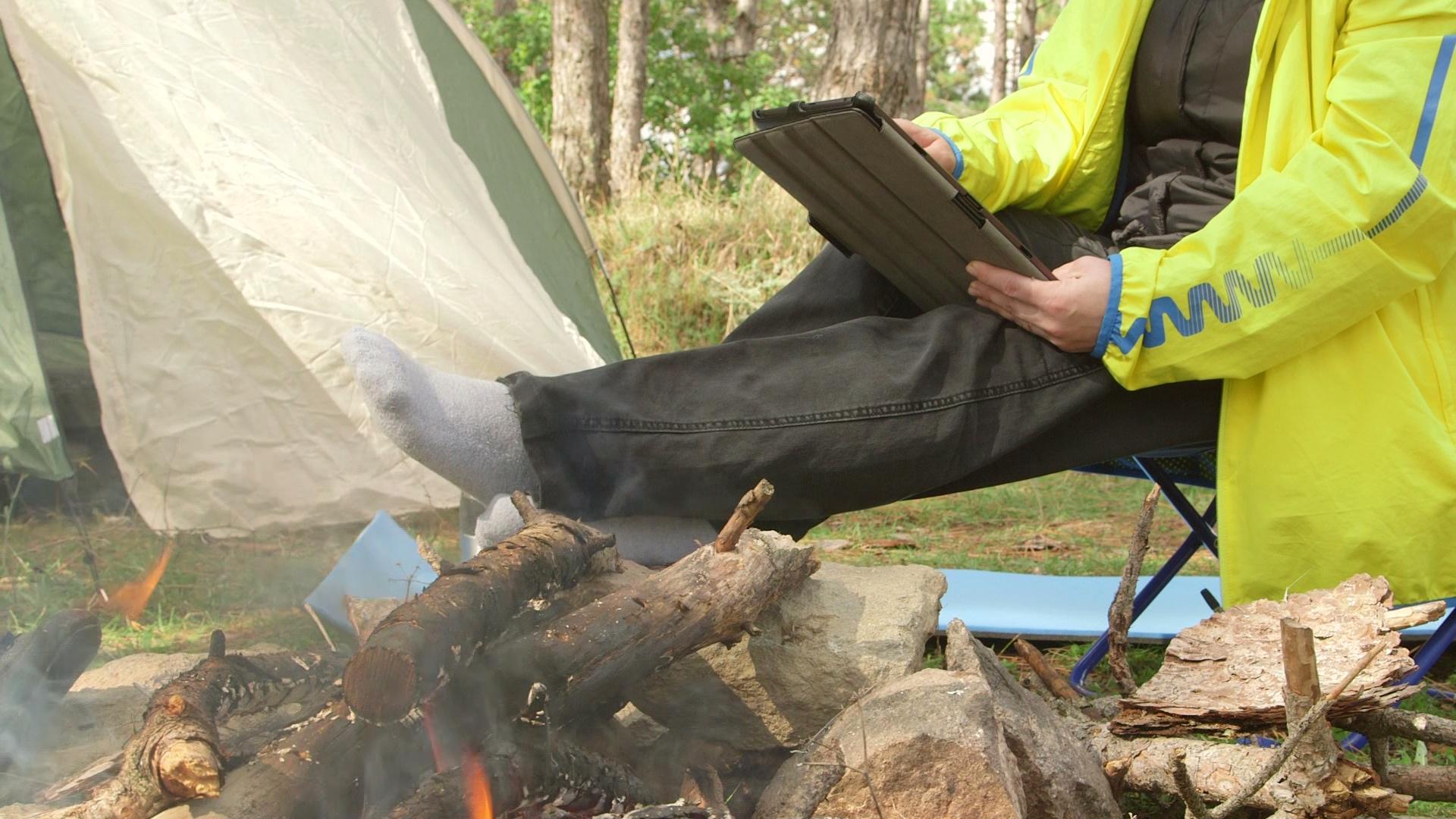shutterstock_v5580743_Campfire_tablet